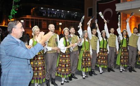 Adnan Menderes Meydan�'nda Alt�n Karag�z co�kusu