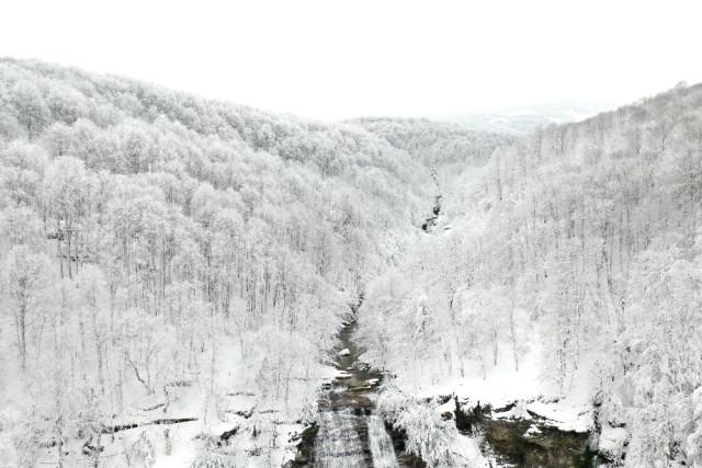 Karla Kaplı Suuçtu Şelâlesi